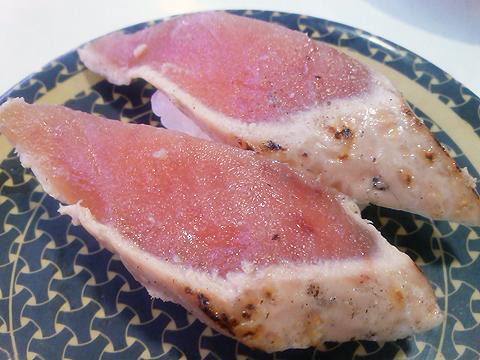 はま寿司の炙りまぐろガーリックの握り