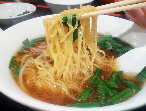 戸塚の中華「栄海」の台湾ラーメンは細ストレート麺