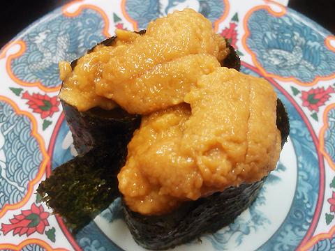 回転寿司たくみの上ウニ軍艦