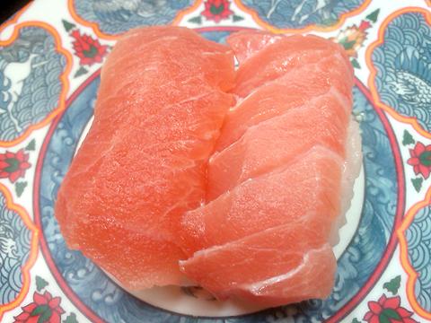 回転寿司たくみのマグロの握り