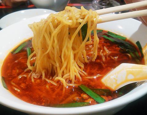 戸塚中華・栄海の台湾ラーメンは細ストレート麺
