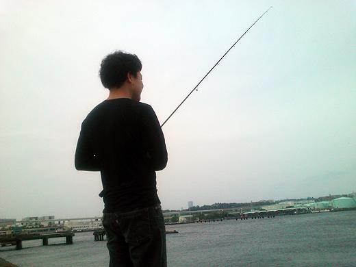 横浜磯子・根岸港でエギングやジギング