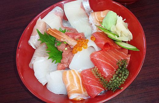 泊いゆまち・唯一の飲食店、まぐろ屋本舗でマグロ海鮮丼