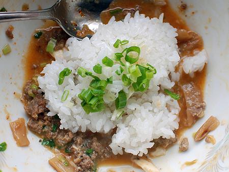 自家製・台湾まぜうどんのシメは白飯投入
