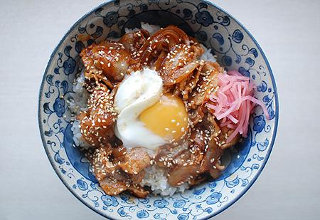 桃屋「キムチの素」で作ったビビンバ丼