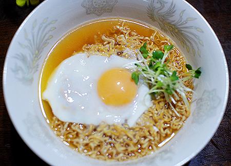 理想的な卵の加減となったチキンラーメン
