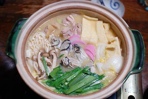 とり野菜みそで作った牡蠣鍋